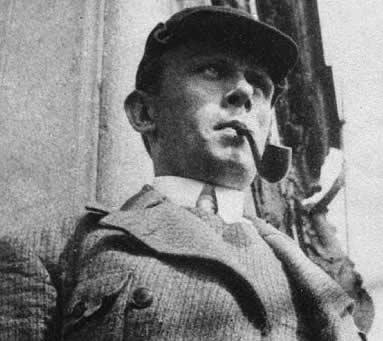 Даниил Хармс на балконе Дома книги. Фото Г. Левина. Середина 1930-х гг.